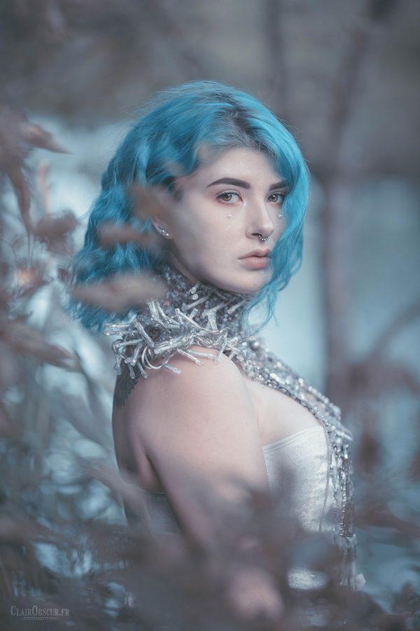 Model : Mejika Setsunai //  Collier : Martine Brun  www.ClairObscur.fr